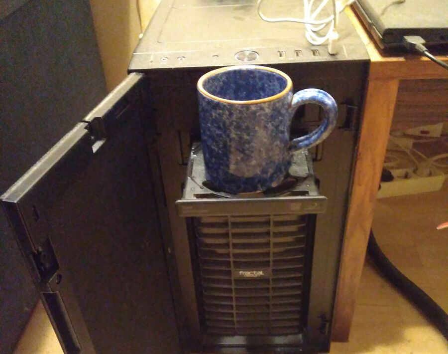 Computer-coffee-cup-holder.jpg